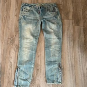 Almost famous Jeans- like new